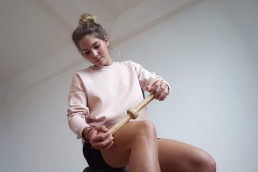 Selbstmassage am tractus iliotibialis mit dem Trigger Master Two